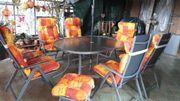 Tisch, Stühle und