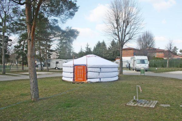 mietbare jurte in ungarn b k heilbad in m nchen. Black Bedroom Furniture Sets. Home Design Ideas