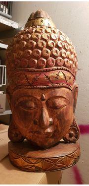 verschiedene hochwertige Buddhas und Orientlampen
