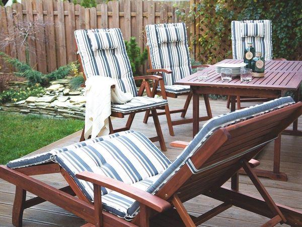 Gartenliege holz mit auflage  Gartenliege Holz mit Auflage dunkelblau-beige gestreift rollbar ...