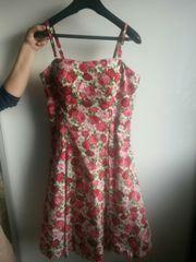 Rosenkleid mit Petticoat
