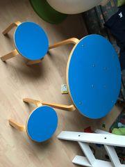 Kindertisch und Kinderstühle