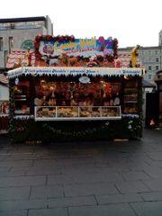 Weihnachtsmarkt Mandelwagen Hütte