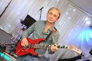 Sänger-Gitarrist sucht Auftritte orientierte Band