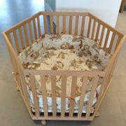 Baby Laufstall aus Holz sechseckig