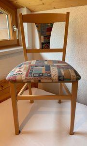 Eckbank mit zwei Stühlen