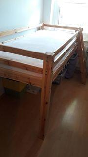Hochbett aus massivem Holz