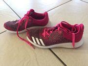 Adidas Turnschuhe Gr 33