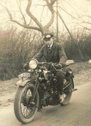 Suche Motorrad vor