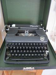 Schreibmaschine Olympia mit
