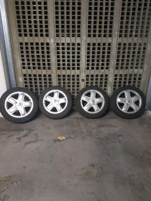 felgen - Pforzheim Brötzingen - Felgen mit Reifen die Felgen sind soweit in guten Zustand Reifen sind Allwetterreifen zwei Reifen sind mit guten Profil .2 müssen ausgetauscht werden passen in alle Renault Modelle - Pforzheim Brötzingen