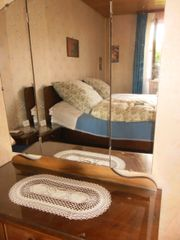 Schlafzimmerschrank mit Doppelbett