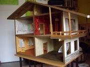 großes Puppenhaus aus