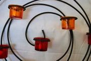 Wandteelichthalter Metallspirale mit zweifarbigen Gläsern