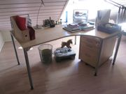 Schreibtisch und Rollcontainer
