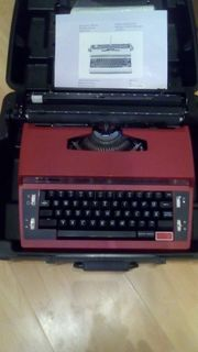 Elektrische Reiseschreibmaschine mit