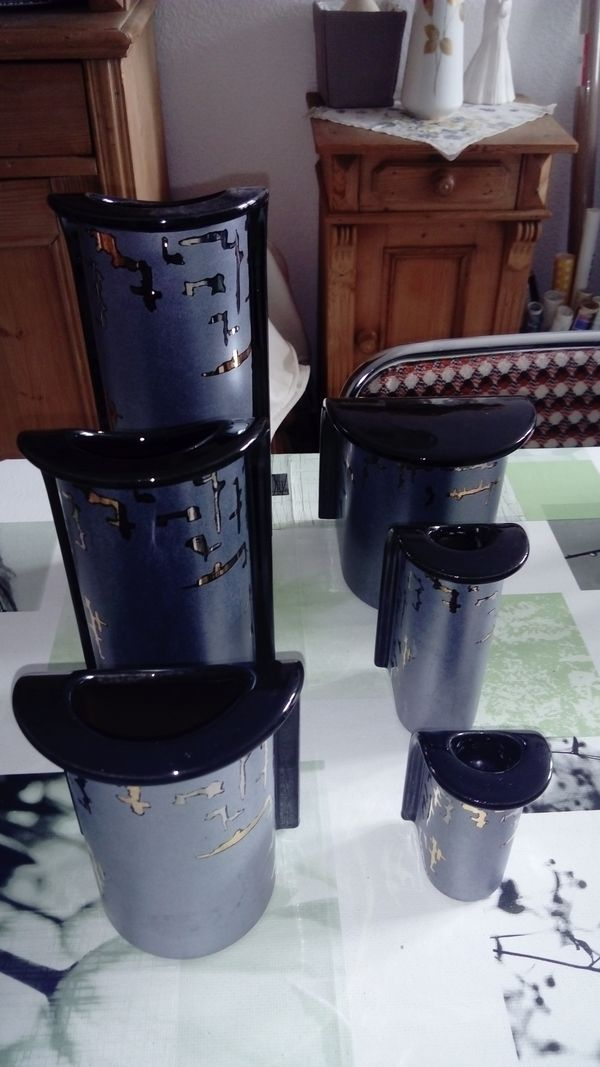 Vasen - Set! ! - Waghäusel - Vasen - Set, 3 Vasen, 2 Kerzenhalter, 1 Teil mit Deckel. - Waghäusel