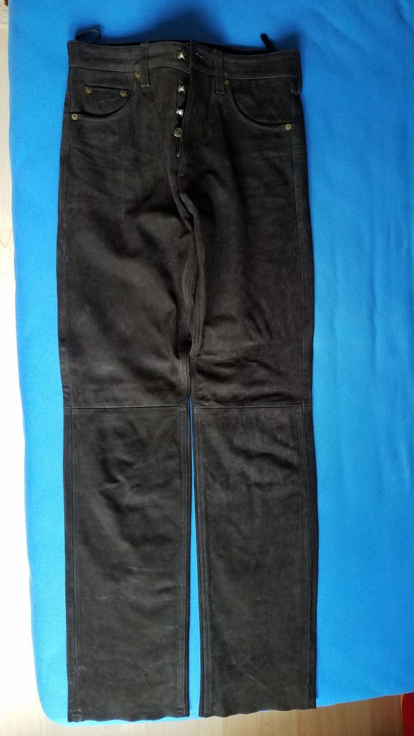 Neue dunkelbraune Lederhose für schlanke