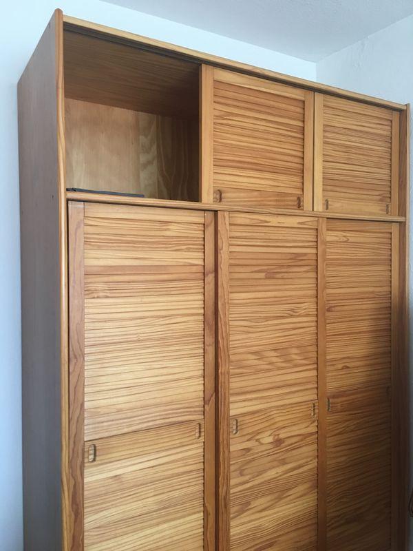 Kleiderschrank (Holz mit Schiebetüren) für Selbstabholer in St Leon ...