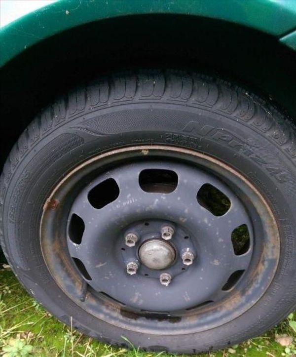 185 55 15 Reifen Allwetter Neu/wertig 4 x A140 Mercedes auf Felge - Bocholt Biemenhorst - Allwetter Reifen mit Stärken: für gute Verzögerung auf verschneiterund nasser Piste, leises AbrollgeräuschZum Verkauf stehen hier obige Reifen in neuwertigem Zustand.Wegen Umstellung abzugeben.Insgesamt 4 Stücksind auf Felgen f