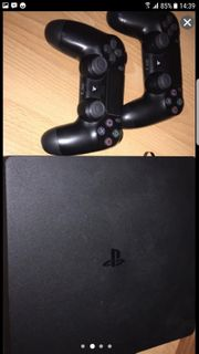 PS4 mit 2 Controllern