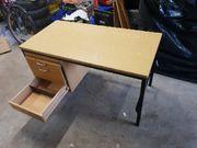 Schreibtisch klein günstig mit Gebrauchsspuren