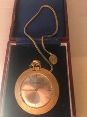 goldene Taschenuhr mit Kette