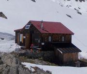 Ganz ruhig gelegene verlassene Hütte