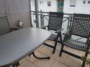 Balkontisch mit 4 Klappstühlen