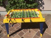 Tischfußball-Tisch mit Spieleaufsatz