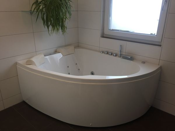 Whirlpool Badewanne In Gotzis Bad Einrichtung Und Gerate Kaufen