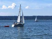 Segel-Kajütboot am Ammersee in Herrsching