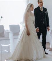 Traumhaftes Hochzeitskleid in Ivory