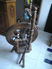 altes Spinnrad Holz