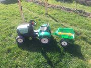 kleiner Kindertraktor mit Hänger