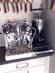 Rocket Espressomaschine R58 Kaffemühle Quamar