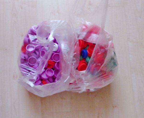 Plastikflaschenverschlüsse zu verschenken