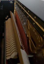 schönes neuwertiges Klavier abzugeben