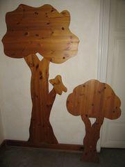 2 Bäume als Wand-Garderobe
