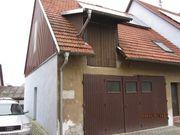 Älteres Bauernhaus in Dorfmitte zu