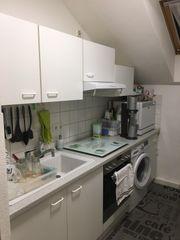 Komplette Einbauküche mit Küchengeräten im
