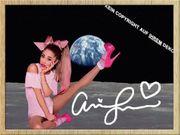 ARIANA GRANDE auf dem Mond