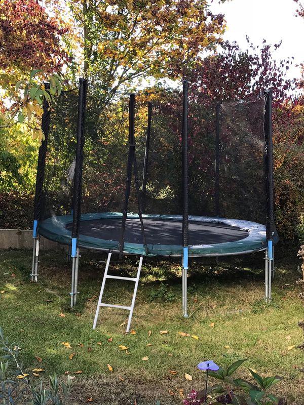 trampolin fafar den garten. Black Bedroom Furniture Sets. Home Design Ideas