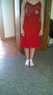 Rotes Kleid mit