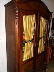 Alter Holzschrank vintage