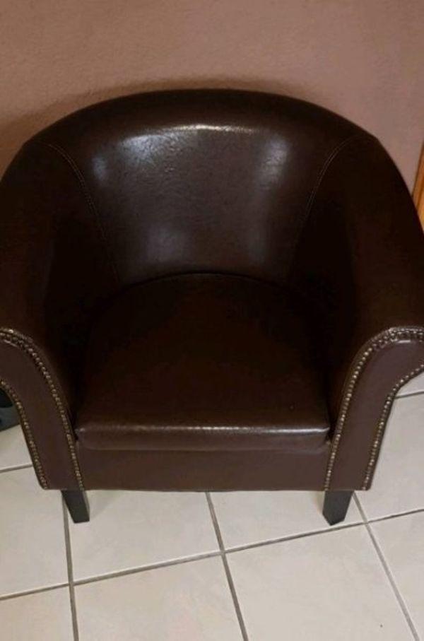Sessel, Clubsessel, Coctailsessel, Chesterfield Style, Leder, - Kandel - 2 sehr schöne edle aussehende Sessel.Coctailsessel,Clubsessel,Chesterfield- Style.Sitzfläche ca 50 cm Sehr guter Zustand. (Lederimitat)braun mit NietenFestpreis!115e!!Kein Vhb für beideDa Privatverkauf keine Rücknahme,Garantie oder Gewährlei - Kandel