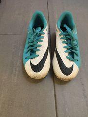 Nike Fußballschuhe Gr 33 blau-weiß