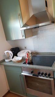 Küchenzeile mit Elektrogeräten von Siemens