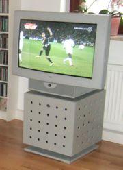 Loewe Fernseher, CALIDA,