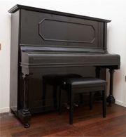 schönes Klavier mit
